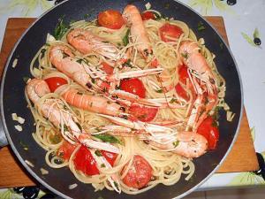 langoustines-et-spaghetti-aux-petites-tomates-grappes